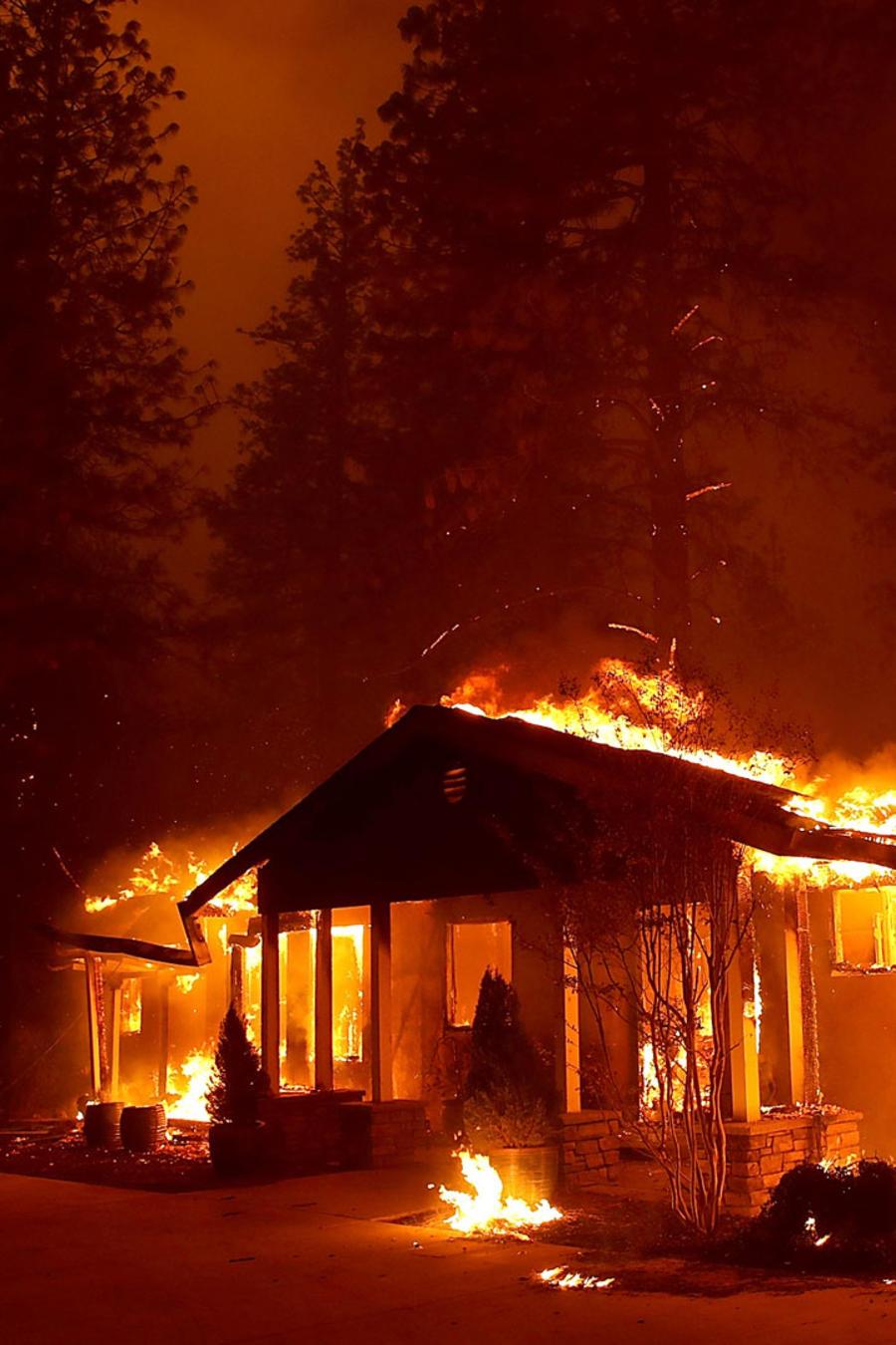 Casa prendida fuego