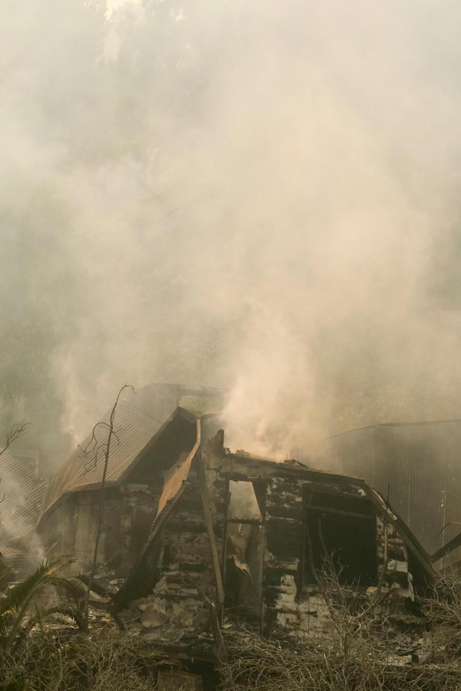 Humo en California provocado por los fuegos que arrasan el norte y sur del estado