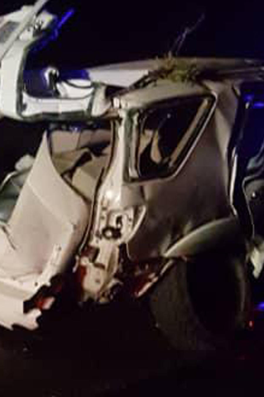 Estado en el que quedó el carro en el que viajaban los peloteros Luis Valvuena y José Castillo en el oeste de Venezuela