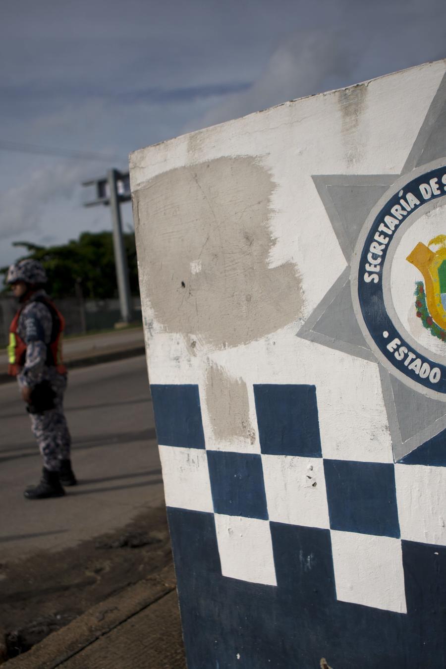 Policías estatales de Veracruz en un punto de control carretero