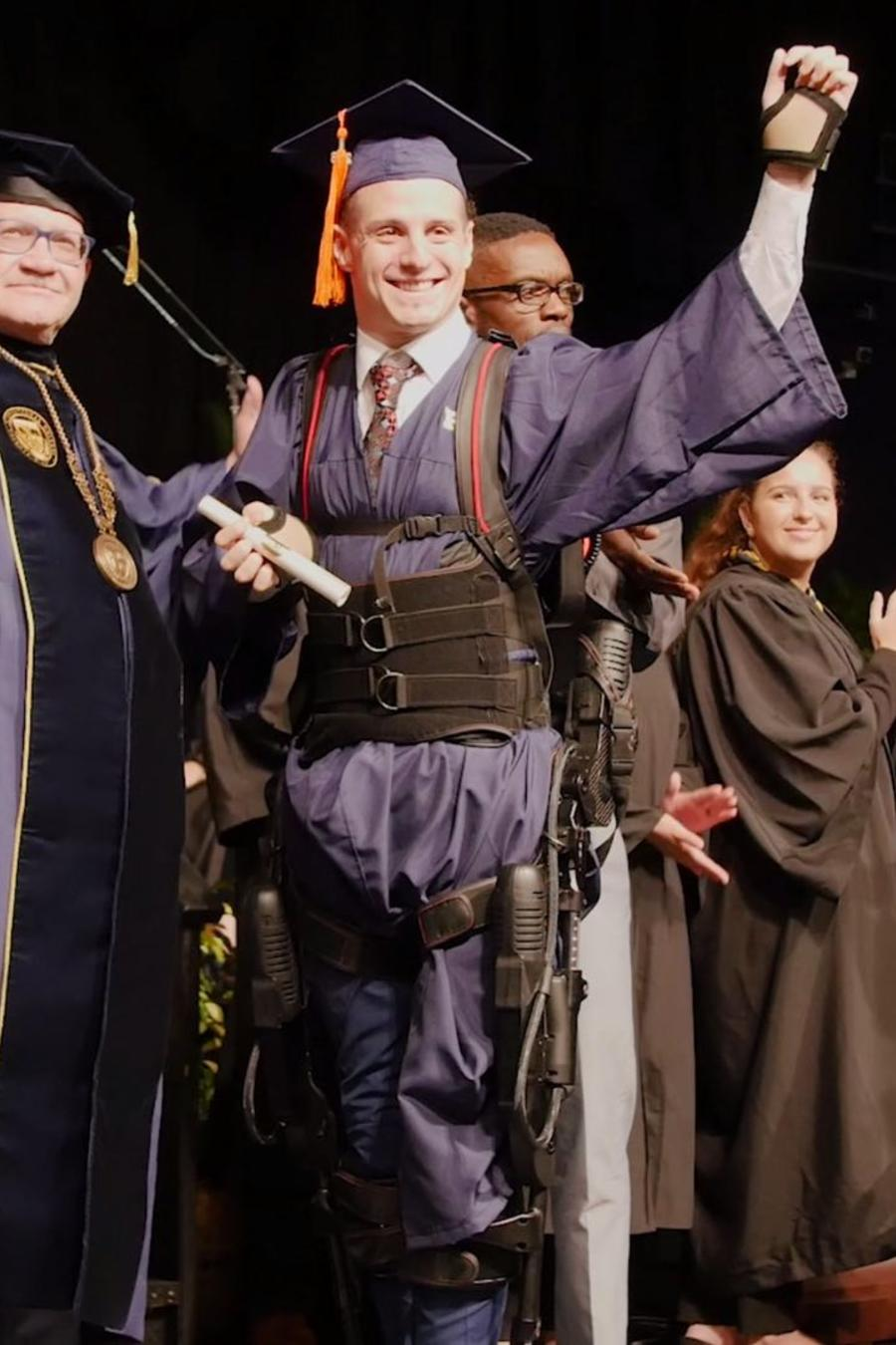 Aldo Amenta, originario de Venezuela, se graduó de la Universidad Internacional de Florida (FIU)