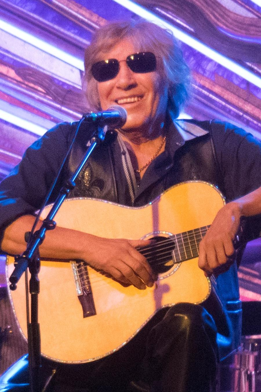 Jose Feliciano playing guitar in concert