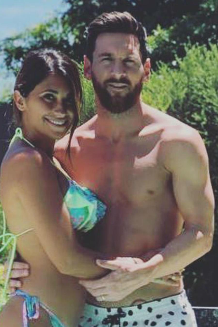 Leo Messi y Antonella Roccuzzo en bañador