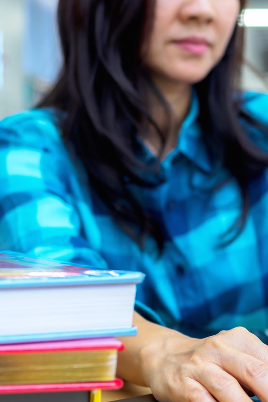 Mujer estudiando