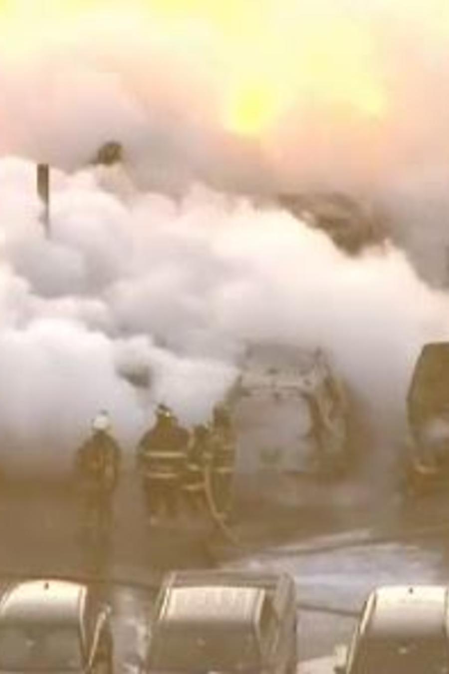Incendio en estacionamiento de autos del aeropuerto de Newark