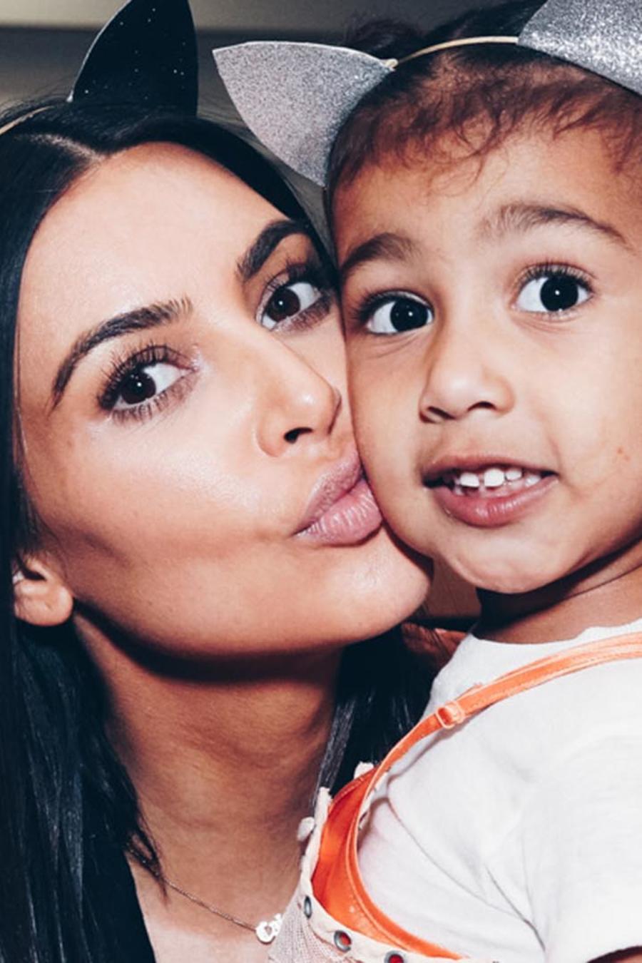 Kim Kardashian y North West en un concierto de Ariana Grande