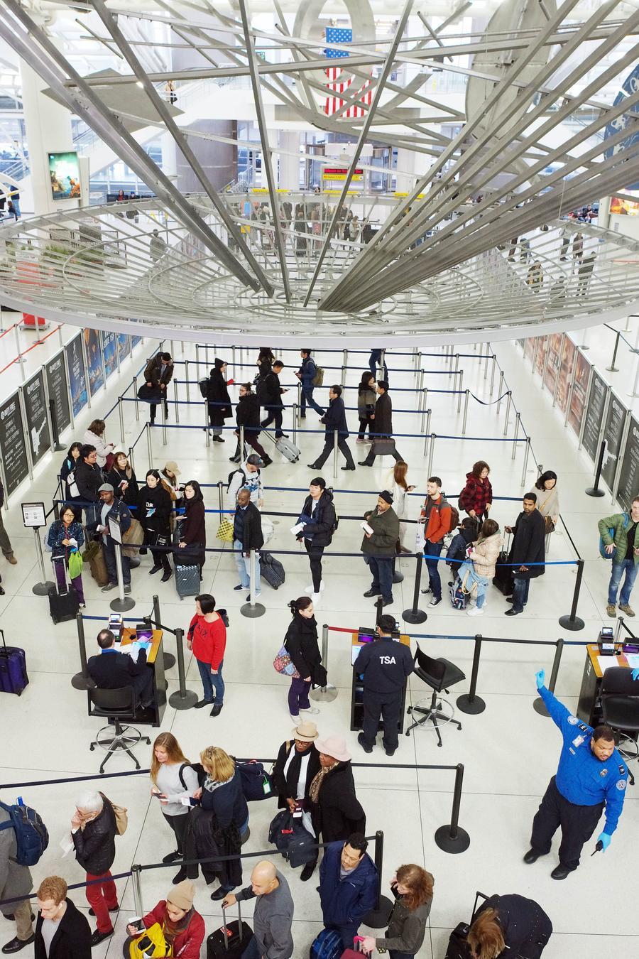 Fotografía de archivo del punto de control TSA en el aeropuerto John F. Kennedy en Nueva York