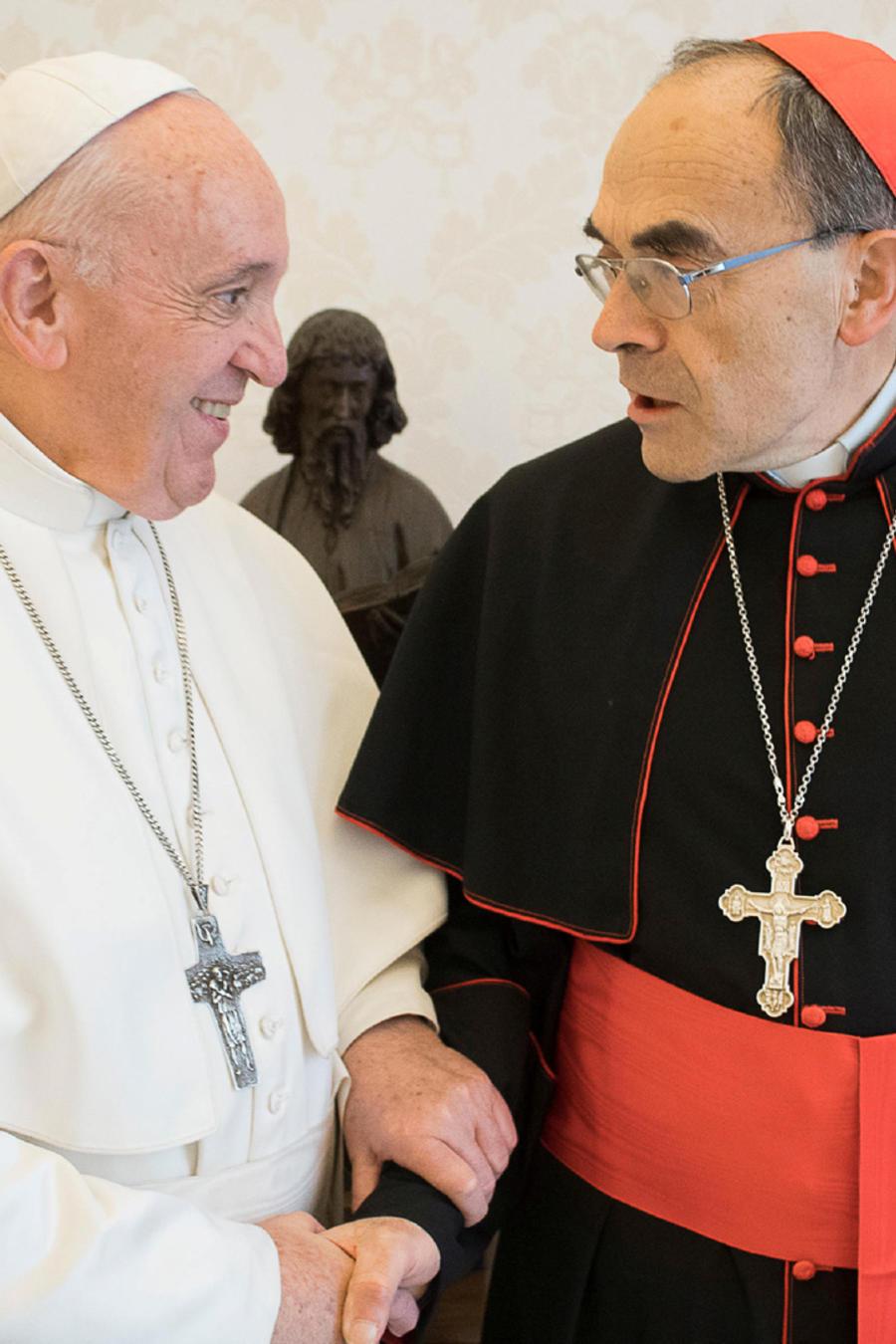 El papa Francisco reunido con el cardenal de Lyon Phillippe Barbarin ayer en el Vaticano