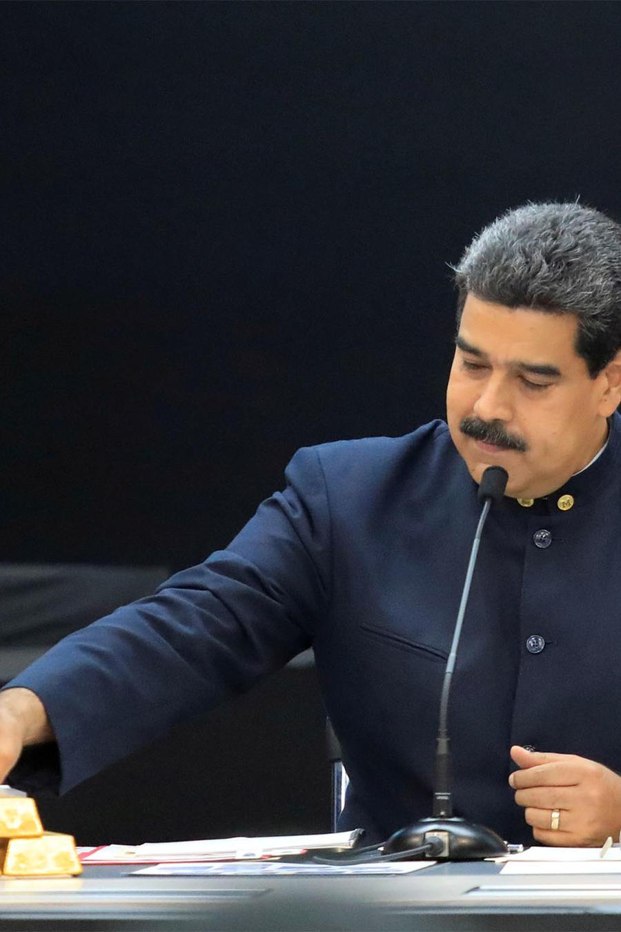 Nicolás Maduro con lingotes de oro