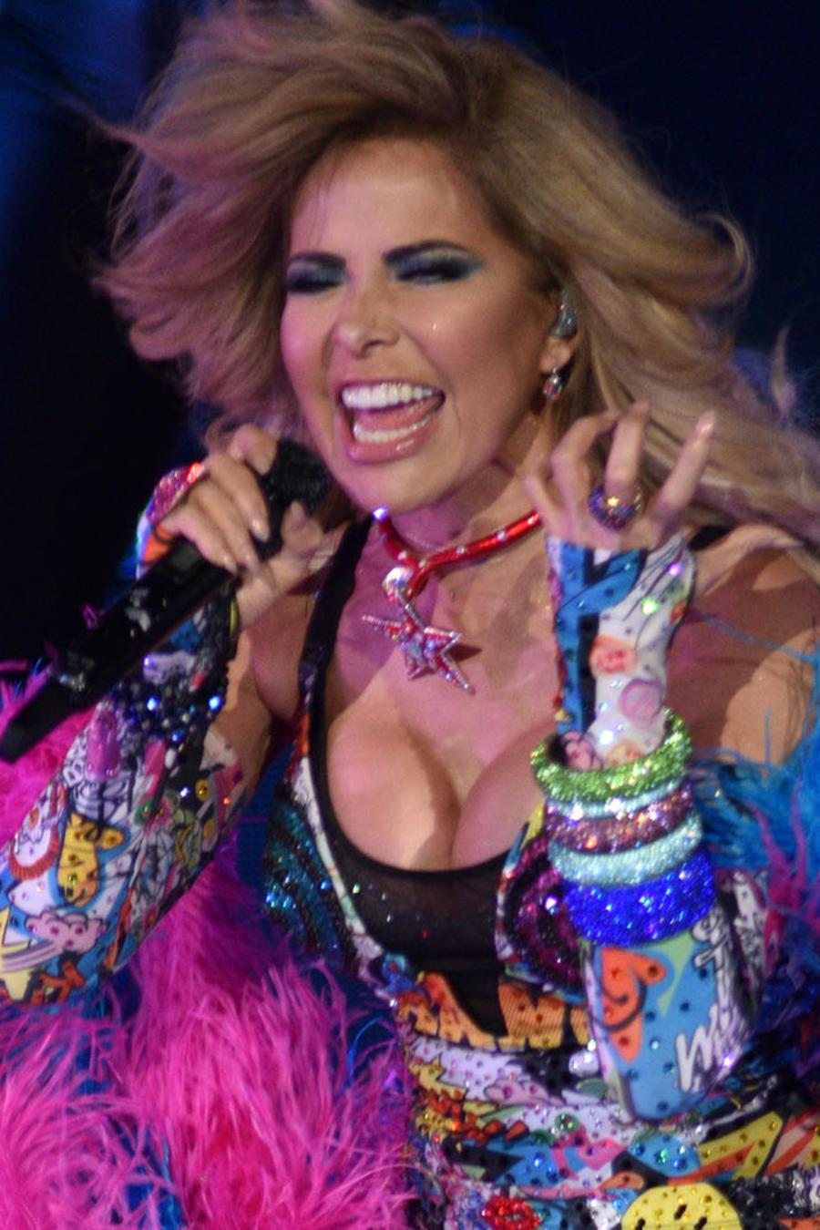 Gloria Trevi cantando en su VERSUS World Tour en Colorado en marzo de 2018