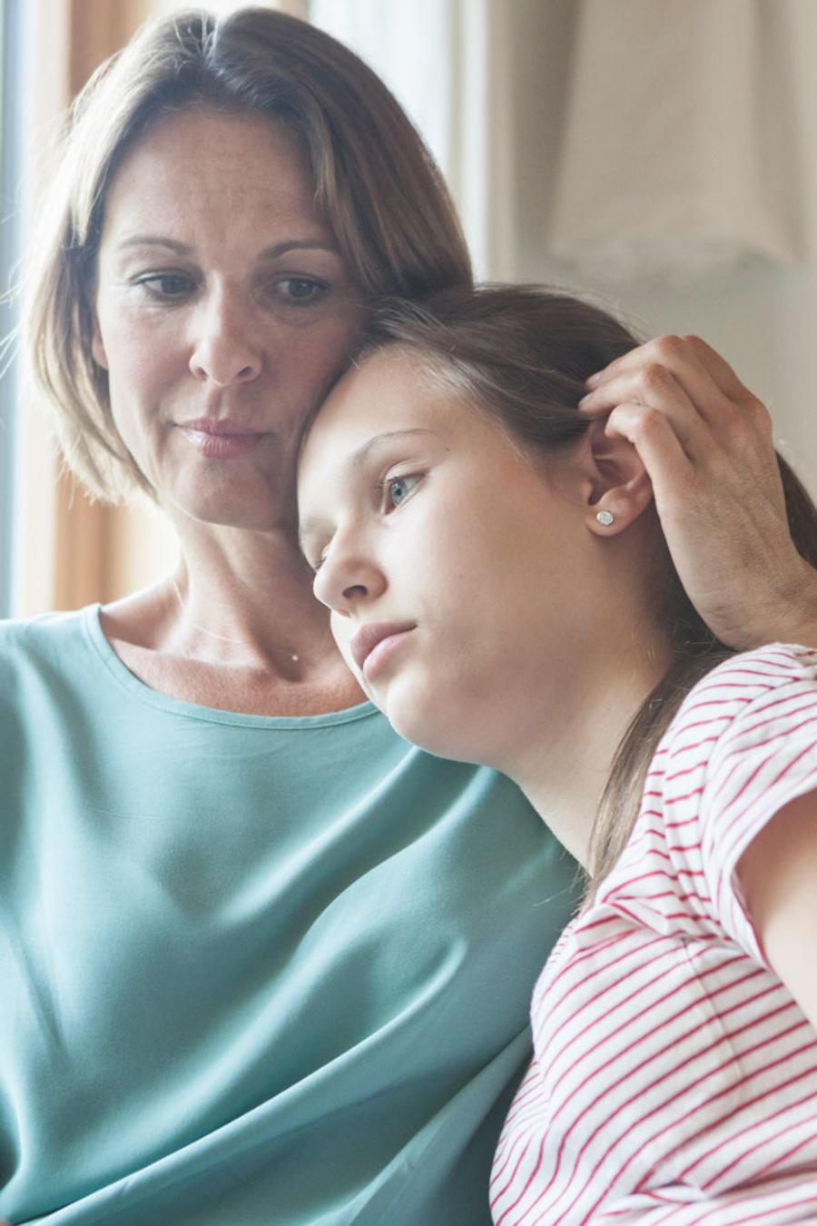 Madre e hija tristes