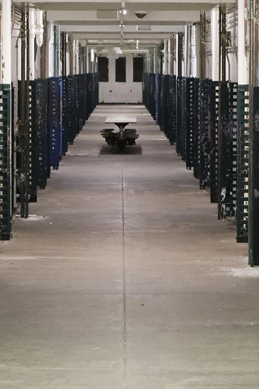 Imagen de las celdas de un centro de detención en Filadelfia.