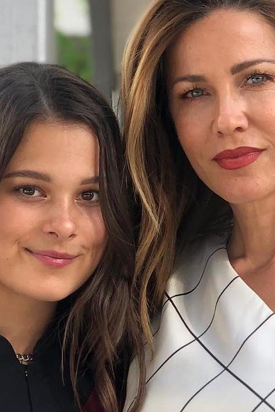 Jaydy Michel con su hija Manuela Sánchez Michel en su graduación