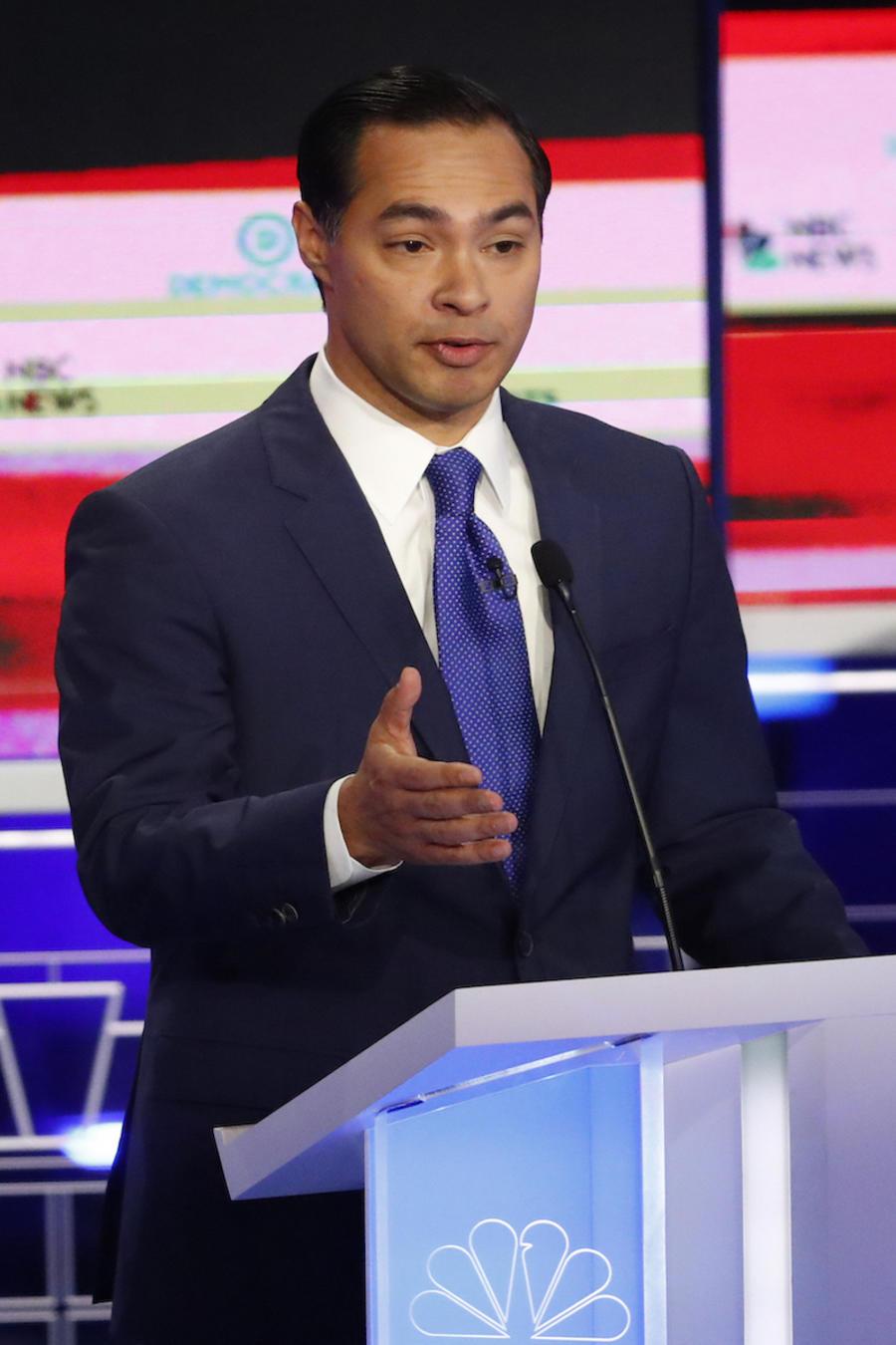 Julián Castro, aspirante demócrata a la presidencia, durante el primer debate de su partido en Miami el 26 de junio.
