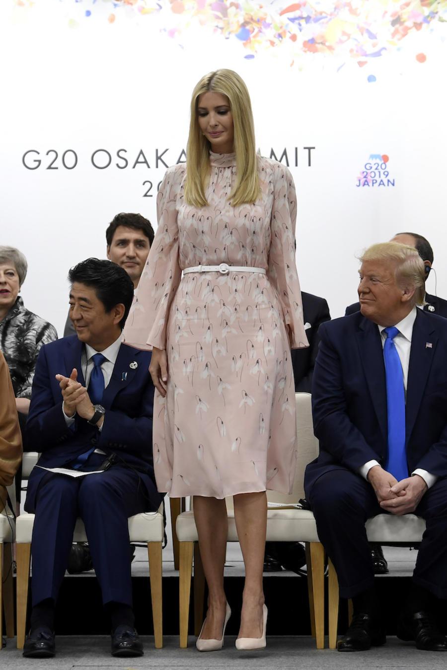 Ivanka Trump, el sábado rodeada de líderes internacionales durante la cumbre del G-20 en Osaka, Japan.