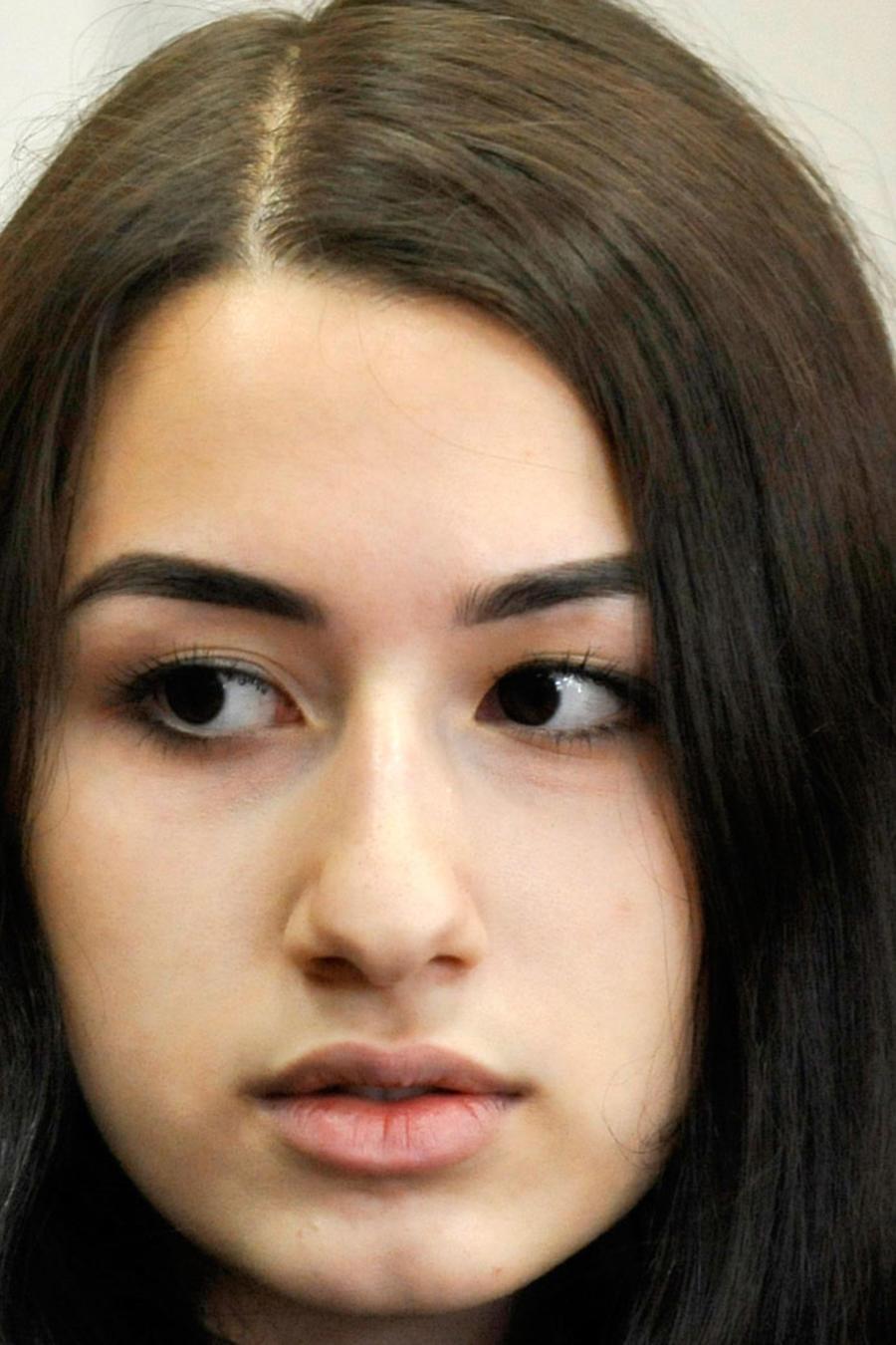 Krestina Khachaturyan, de 19 años, una de las tres hermanas acusadas de matar a su padre en Moscú