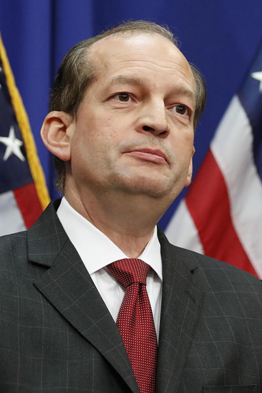 El secretario de Trabajo Alex Acosta durante una conferencia de prensa en la sede del Departamento del Trabajo, en Washington.