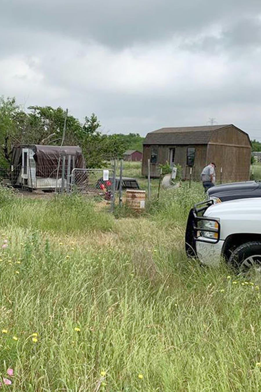 Oficiales médicos examinan en Texas la casa de un hombre desaparecido.