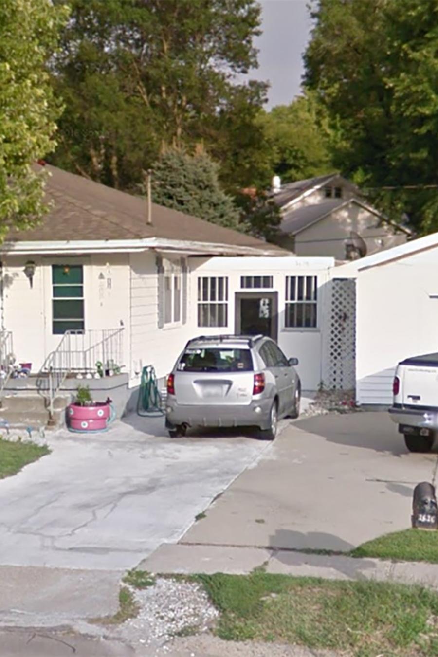 La casa de Sioux City, Iowa, donde supuestamente estaba retenida la joven víctima de dos detenidos por tráfico de seres humanos.