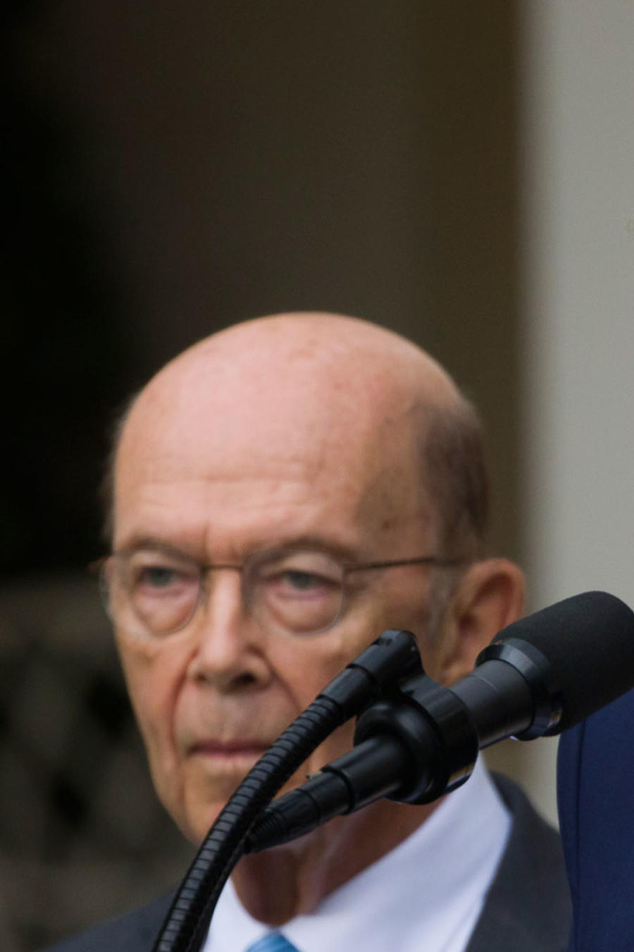 El secretario de Comercio, Wilbur Ross (izq) junto a Trump, el 11 de julio de 2019
