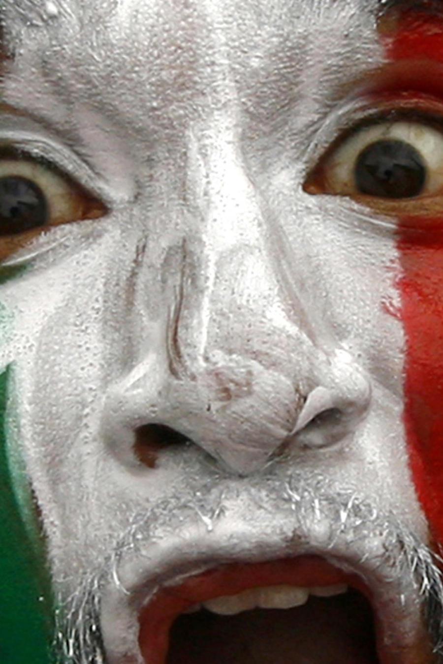 Un seguidor deportivo mexicano con la bandera de su país en una imagen de archivo durante los Juegos Olímpicos de 2012.