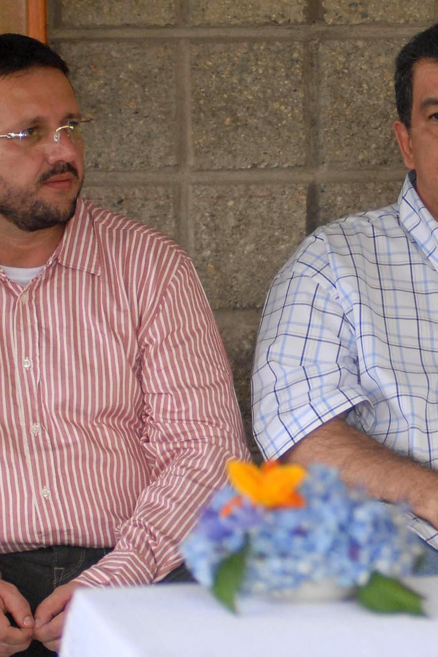 Los exjefes paramilitares Carlos Jiménez, alias 'Macaco', a la derecha, y Diego Murillo, alias 'Don Berna', a la izquierda, en mayo de 2007.