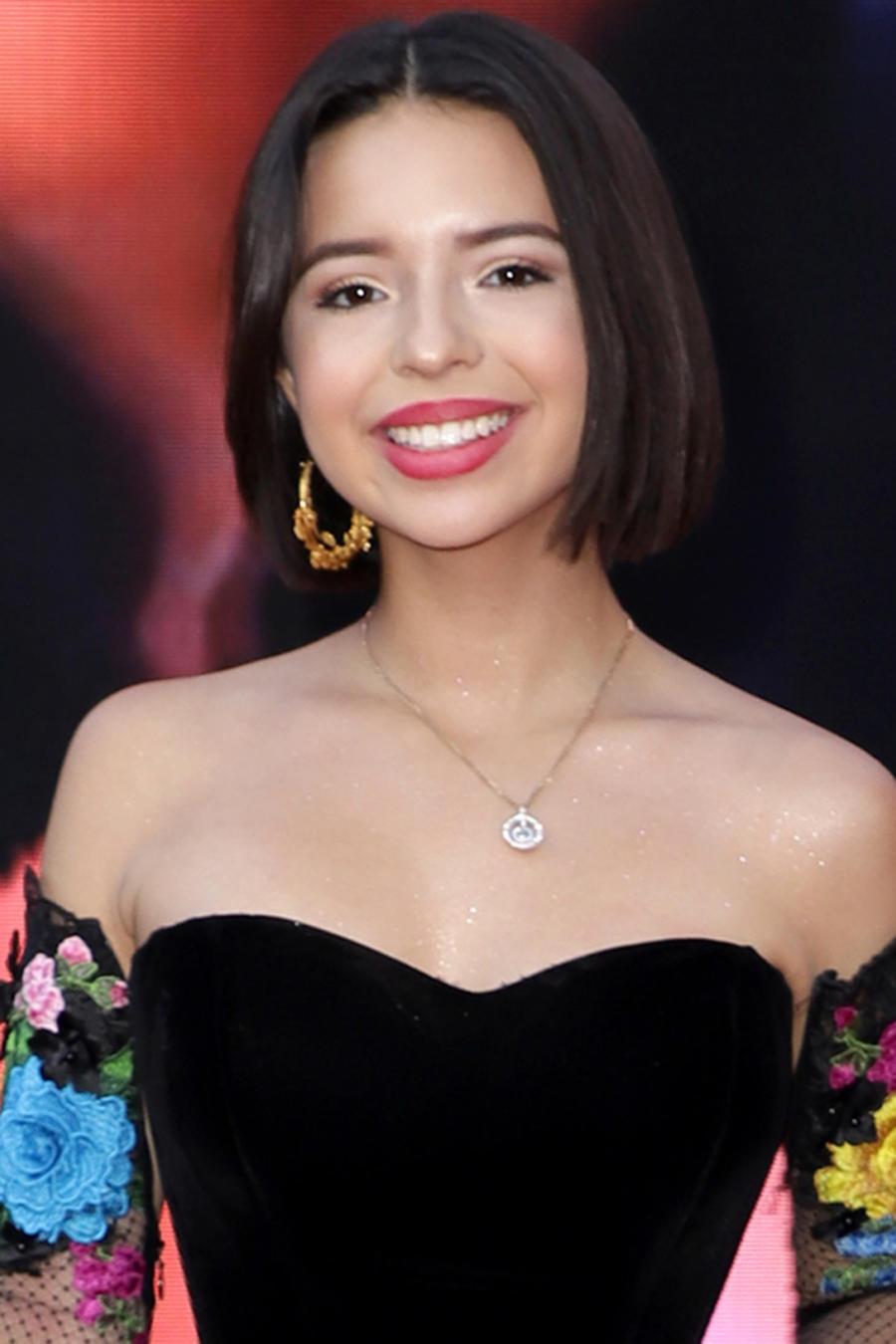 Ángela Aguilar llegando a los Latin GRAMMY Awards en noviembre de 2018
