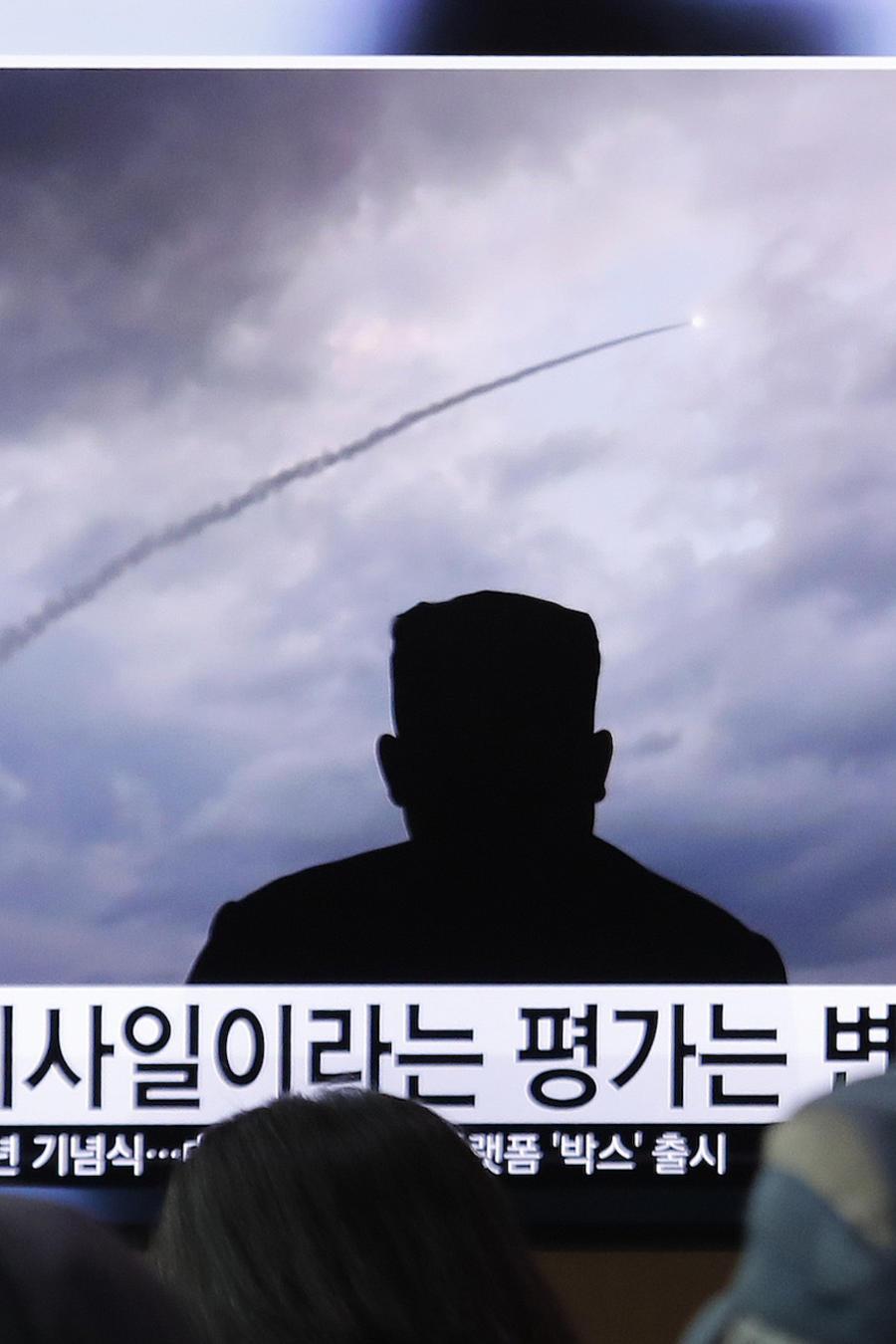 Imagen de la transmisión televisiva del lanzamiento de misiles en Corea del Norte el 1 de agosto de 2019.