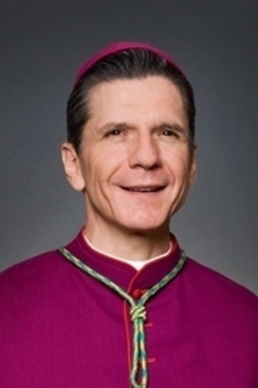 """Arzobispo mexicoamericano, Gustavo García-Siller, ha condenado el """"racismo"""" de Trump"""