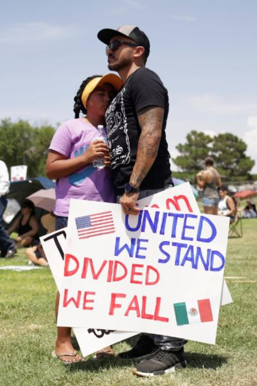 Una manifestación contra la visita de Trumpa El Paso tras el tiroteo del pasado fin de semana en una tienda de Walmart.