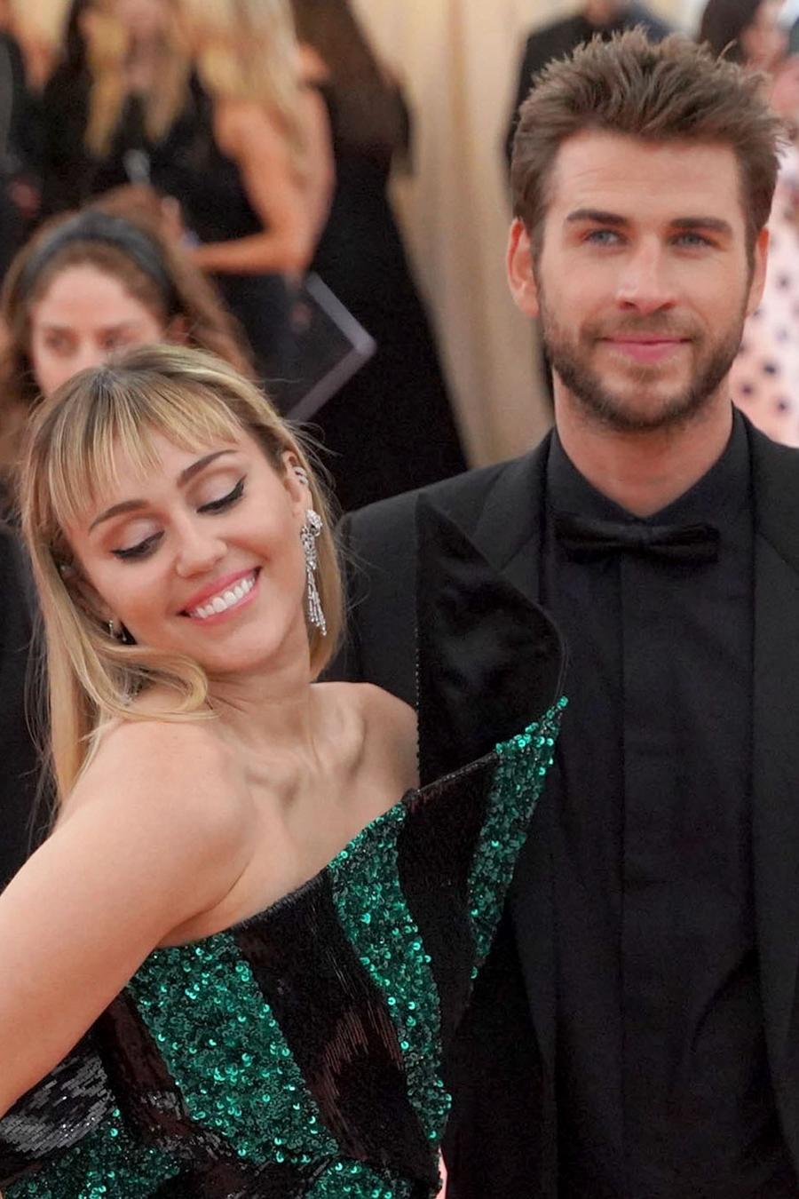 Miley Cyrus and Liam Hemsworth call it splits on social media