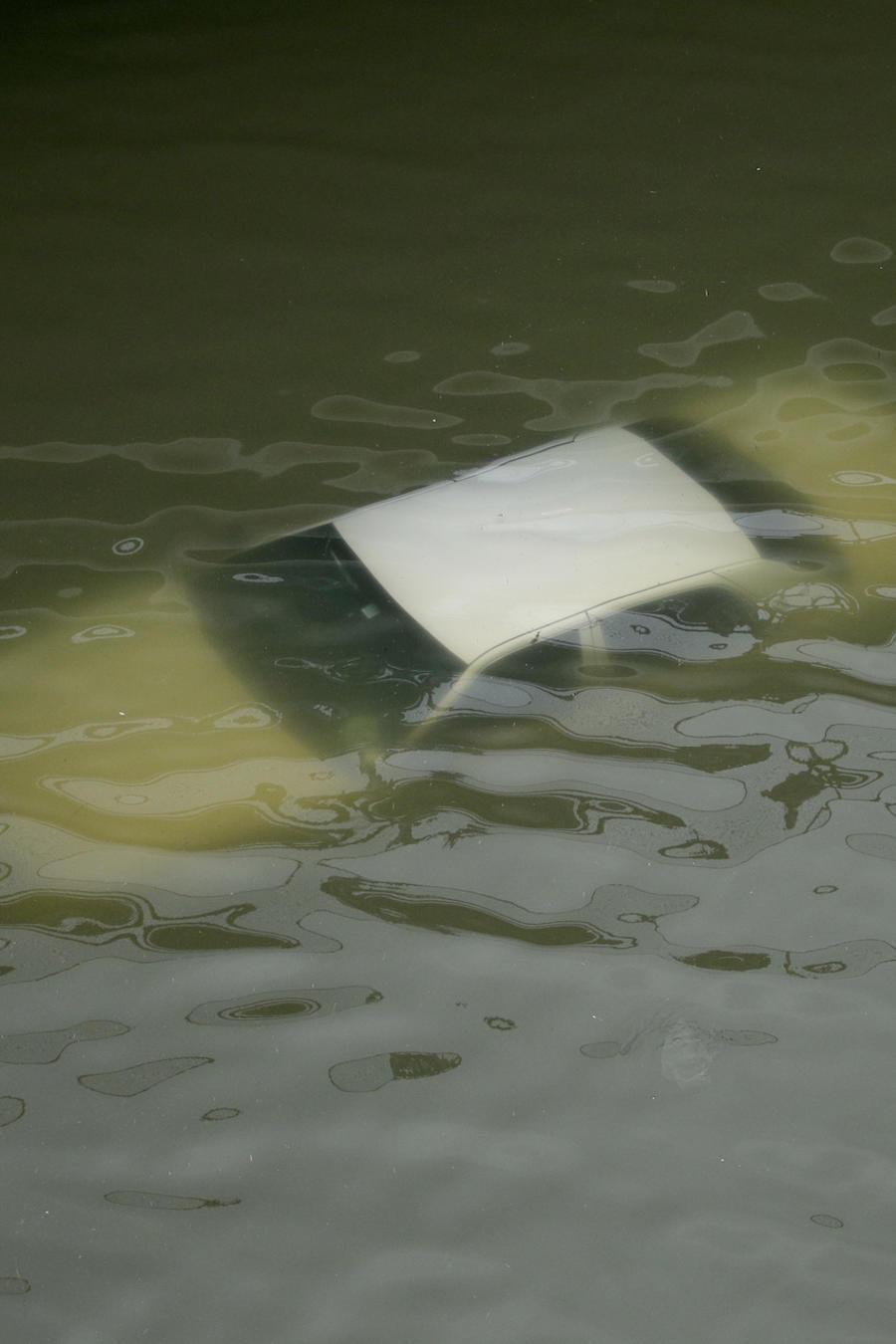 Imagen de archivo de un vehículo sumergido.