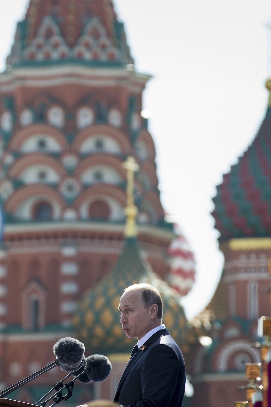 Imagen del presidente ruso, Vladimir Putin, en la Catedral de San Basilio en Moscú.