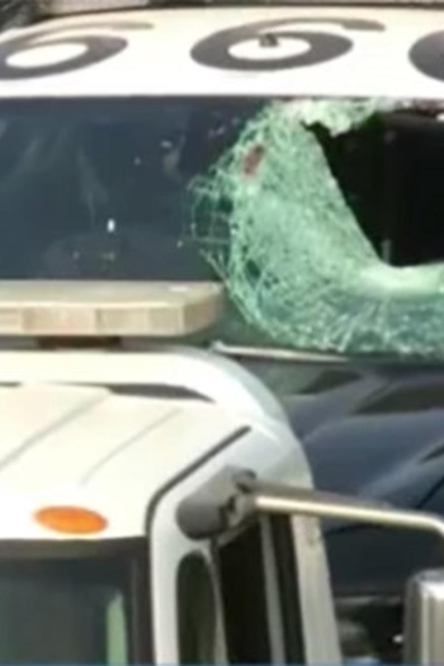 Patrulla de policía que golpeó a un peatón la madrugada de este lunes sobre la autopista 101 de Los Ángeles