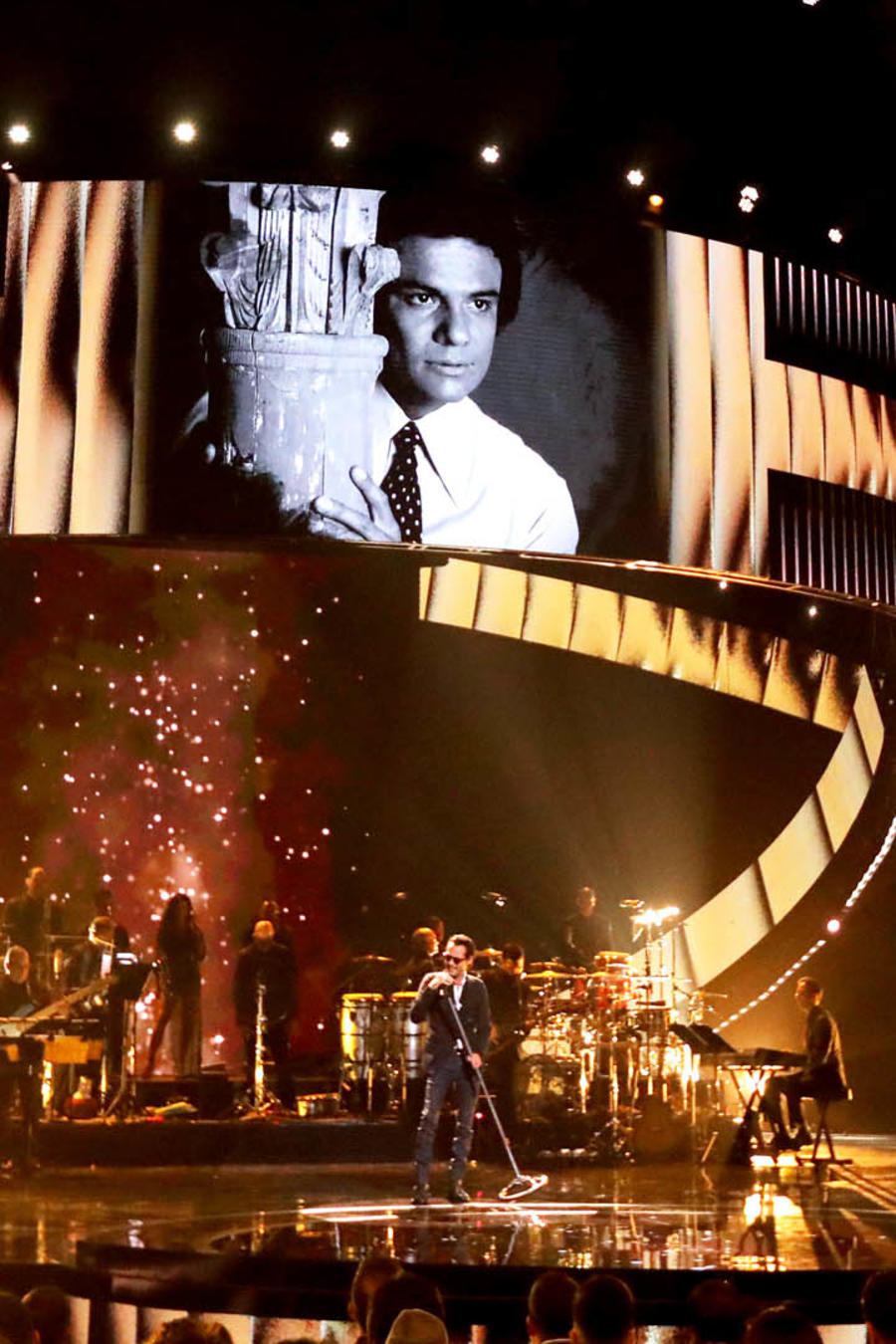 Marc Anthony rinde tributo a José José en los Latin AMAs 2019