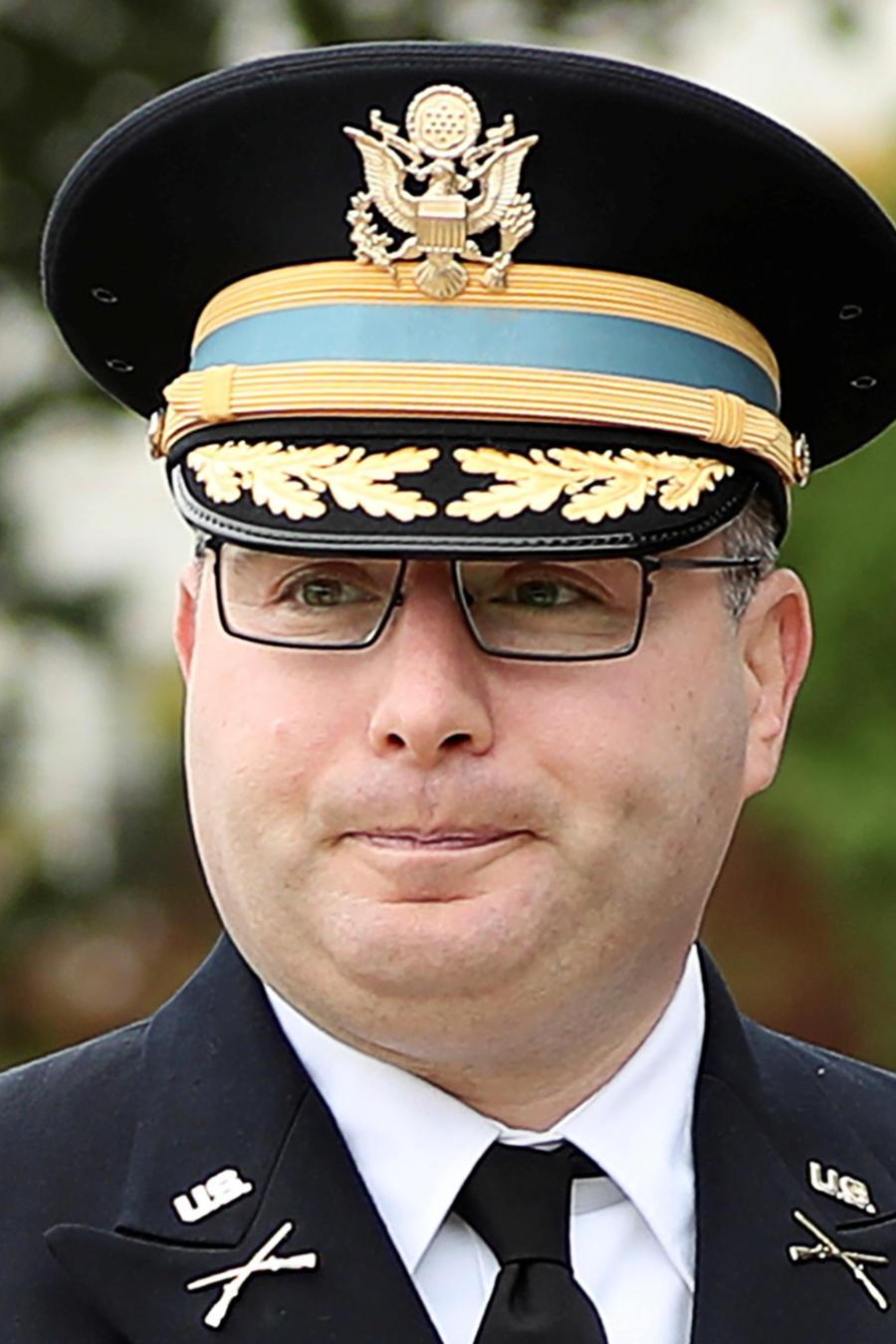 Alexander Vindman, un teniente coronel del Ejército que sirvió en Irak y ahora es diplomático, hoy a su llegada al Caitolio para testificar