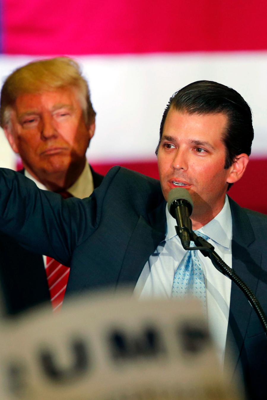 El hijo del entonces candidato Donald Trump, Don Jr., habla en un mitin de su padre en Nueva Orleans, durante la campaña presidencial de 2016.