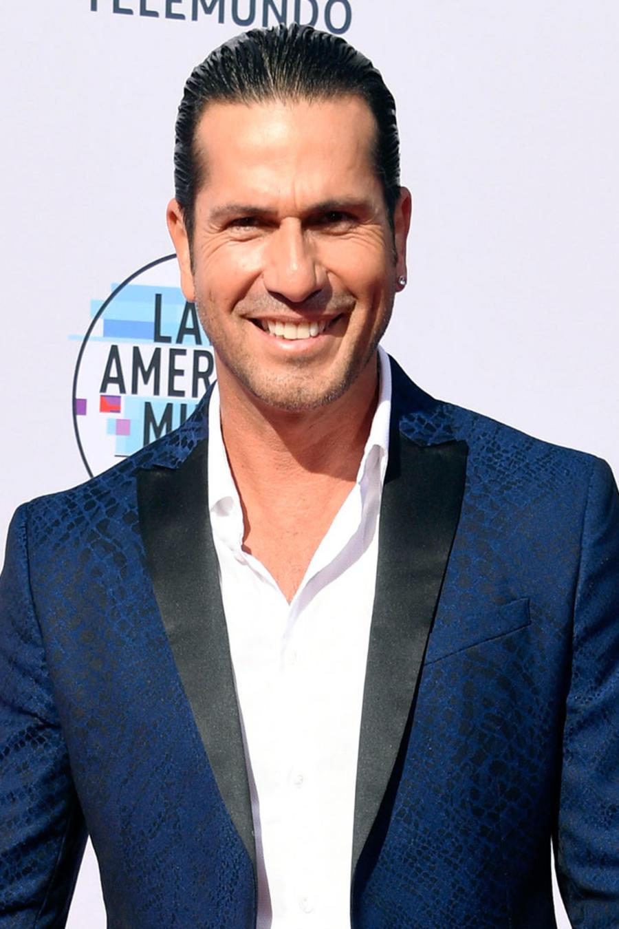 Gregorio Pernia en los Latin American Music Awards 2019