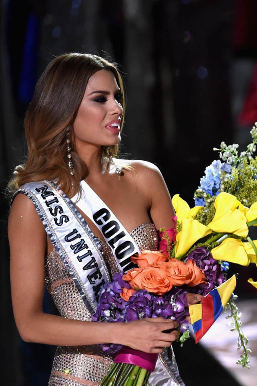 Pia Alonzo Wurtzbach, Miss Filipinas, recibe la corona de Miss Universo 2015