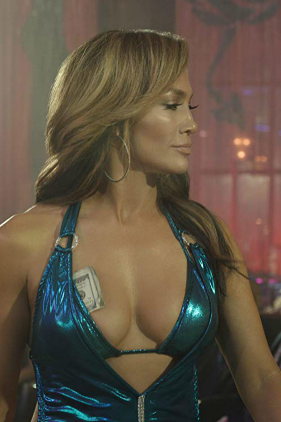 """Jennifer Lopez y Constance Wu en escena de """"Hustlers"""""""