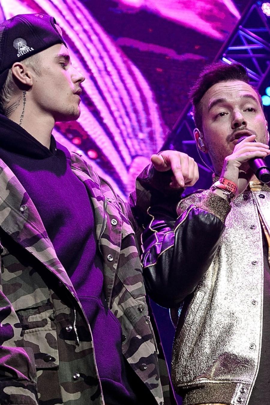 Justin Bieber and J Balvin singing live