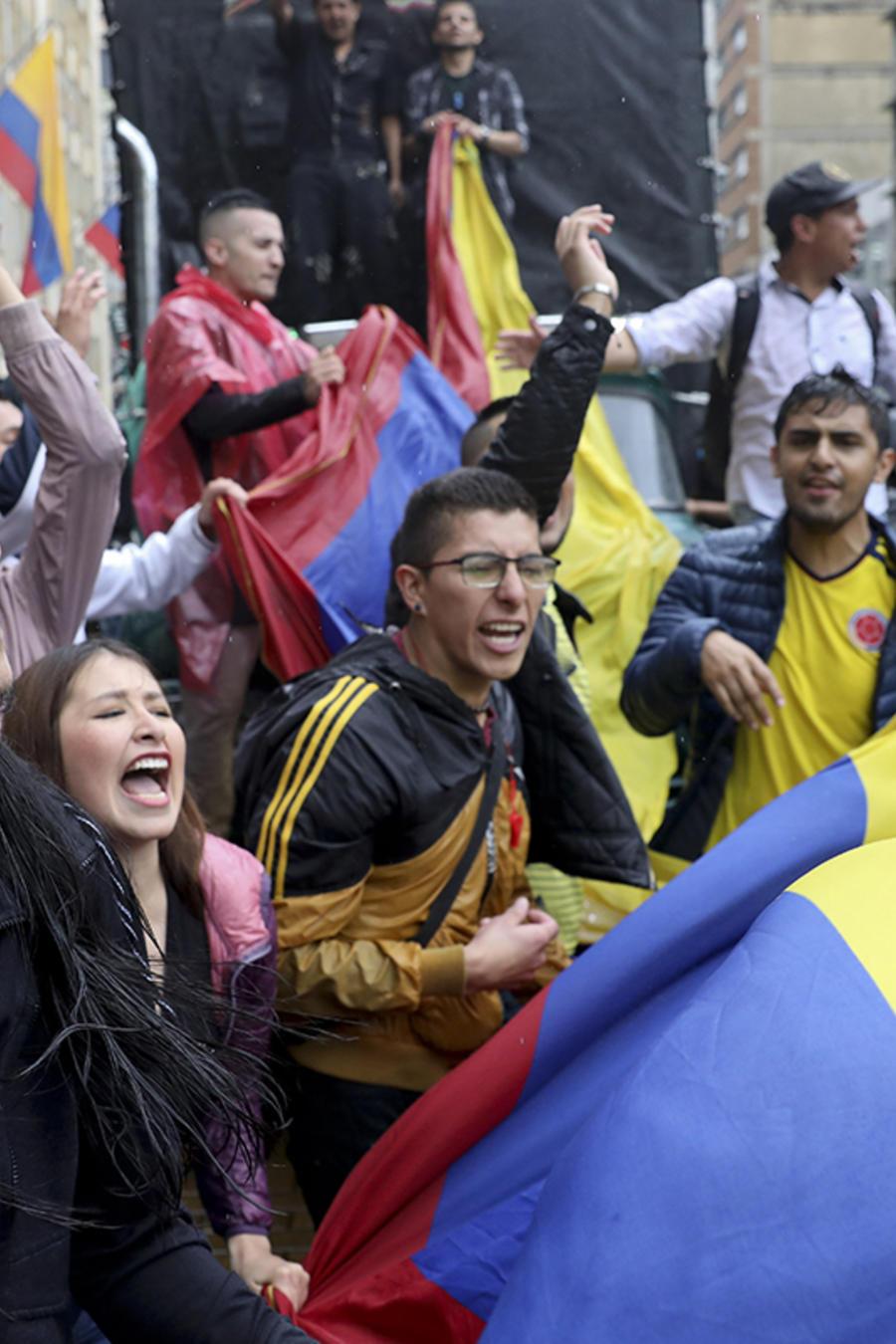 Los estudiantes se reúnen durante una huelga nacional en la plaza Bolívar en el centro de Bogotá, Colombia, el jueves 21 de noviembre de 2019.