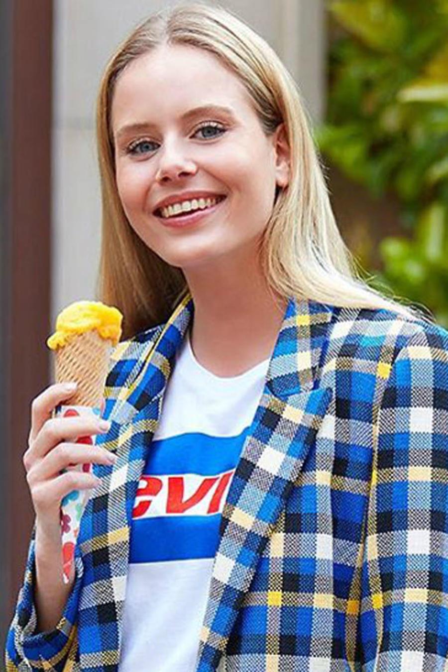 Natalie Ortega, Miss España 2019, Miss Universo 2019 comiendo helado