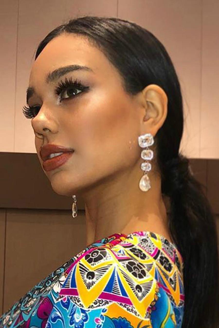 Geraldine González, Miss Chile 2019 con traje estampado diseñado por Kendry Mora
