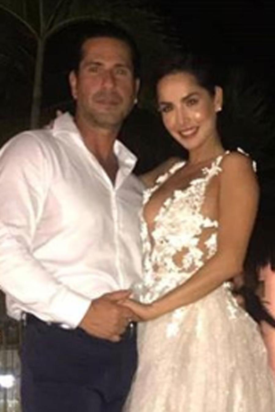 Gregorio Pernía y Carmen Villalobos en la boda de la colombiana