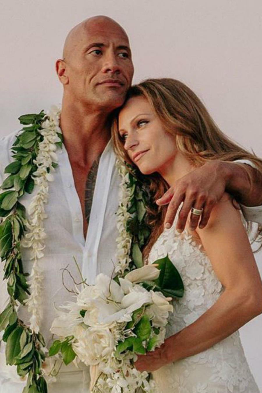 Dwayne Johnson y Lauren Hashian en su boda