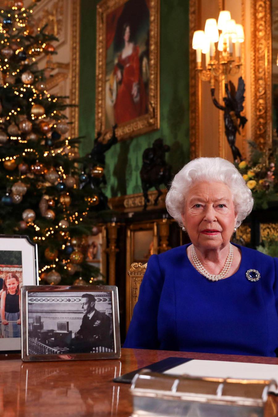 La reina Isabel en una imagen de su discurso pregrabado que se transmite el día de Navidad.