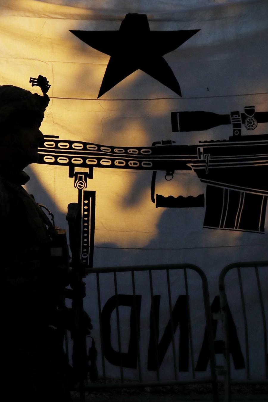 Manifestante en la marcha por el derecho a portar armas en Virginia