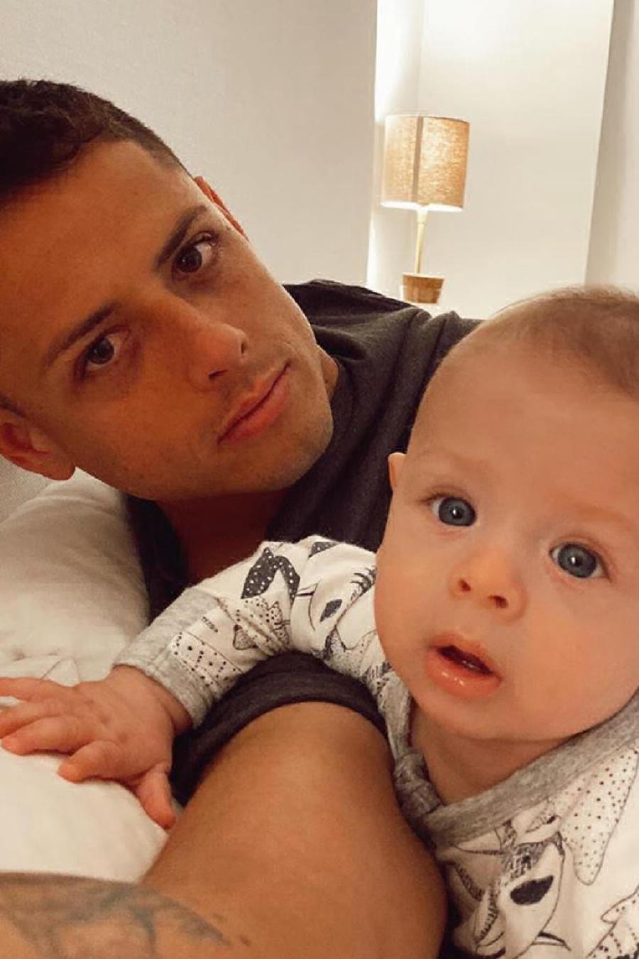 """Javier """"Chicharito"""" Hernández y su bebé Noah"""
