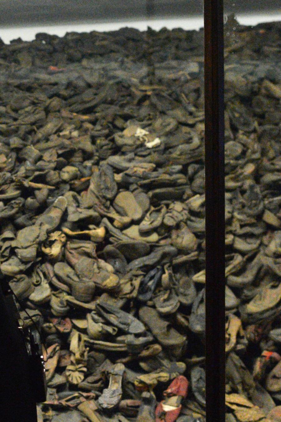 Zapatos de víctimas en el museo del campo de concentración de Auschwitz, en una imagen de archivo.